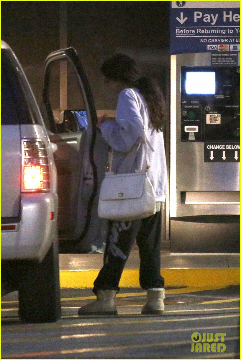selena gomez visits new baby sister in the hospital 012891068