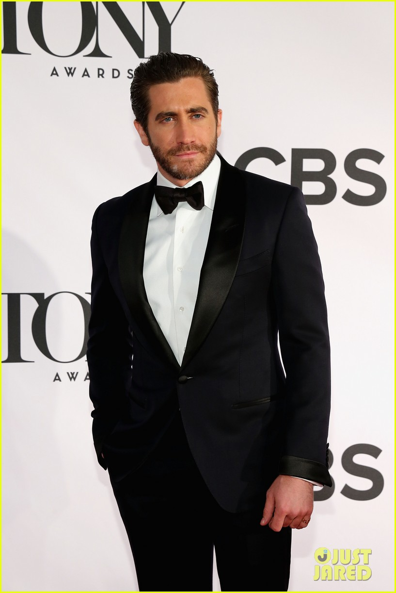 jake gyllenhaal tony awards 2013 red carpet 03