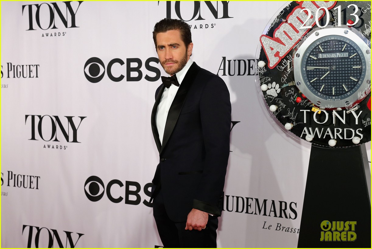 jake gyllenhaal tony awards 2013 red carpet 04