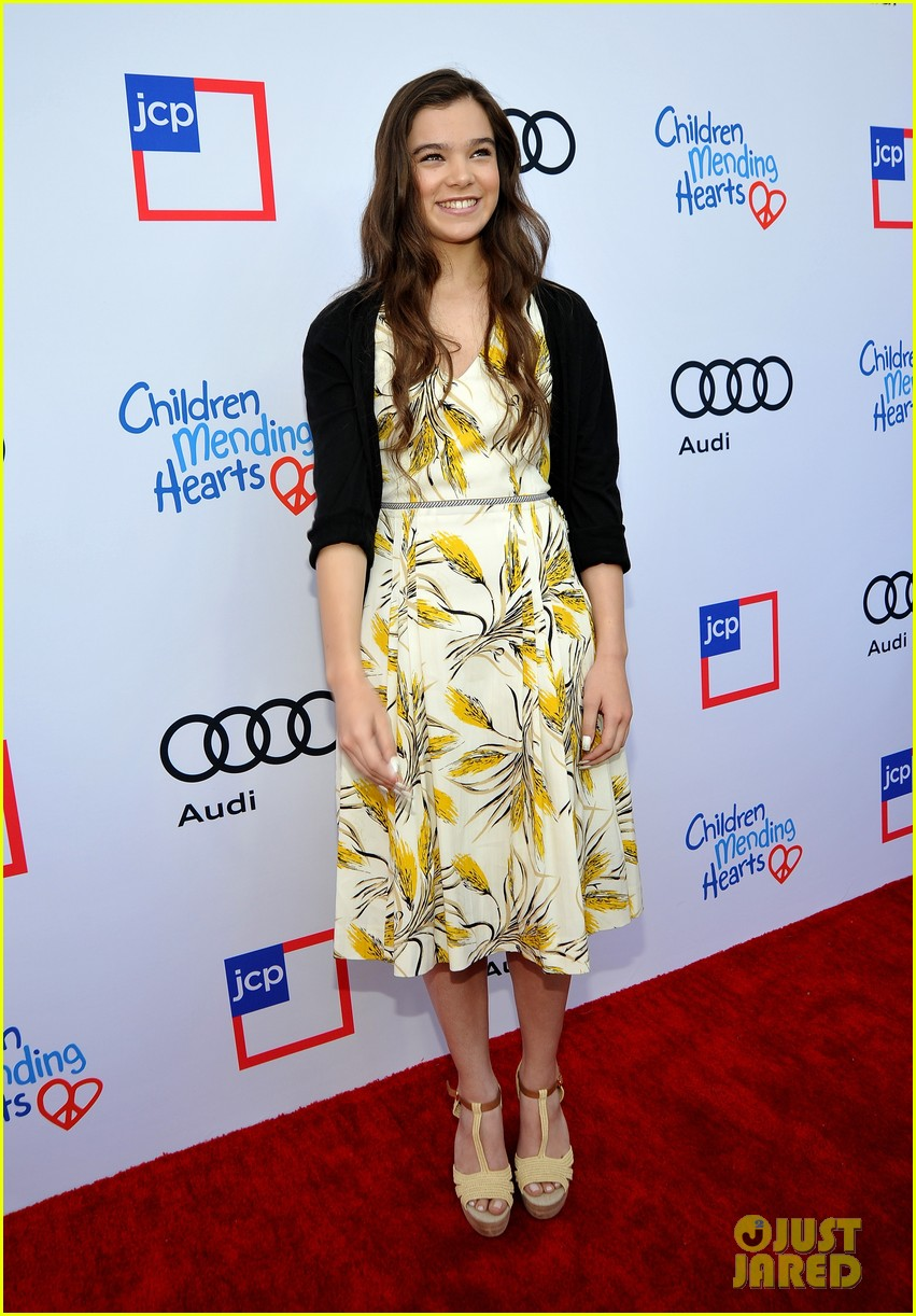 hailee steinfeld hilary duff children mending hearts style sunday 01