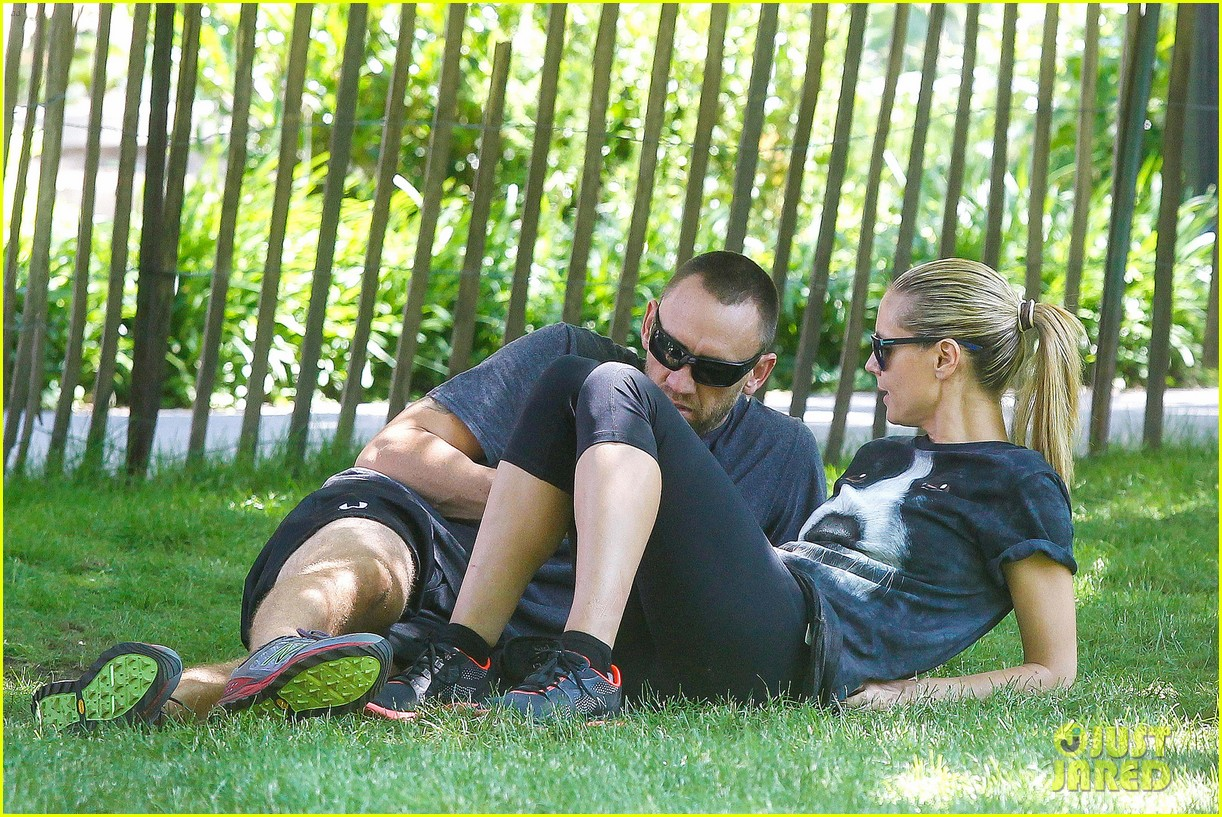 heidi klum martin kirsten take the kids to the park 24