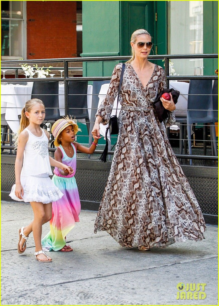 heidi klum martin kirsten take the kids to the park 37