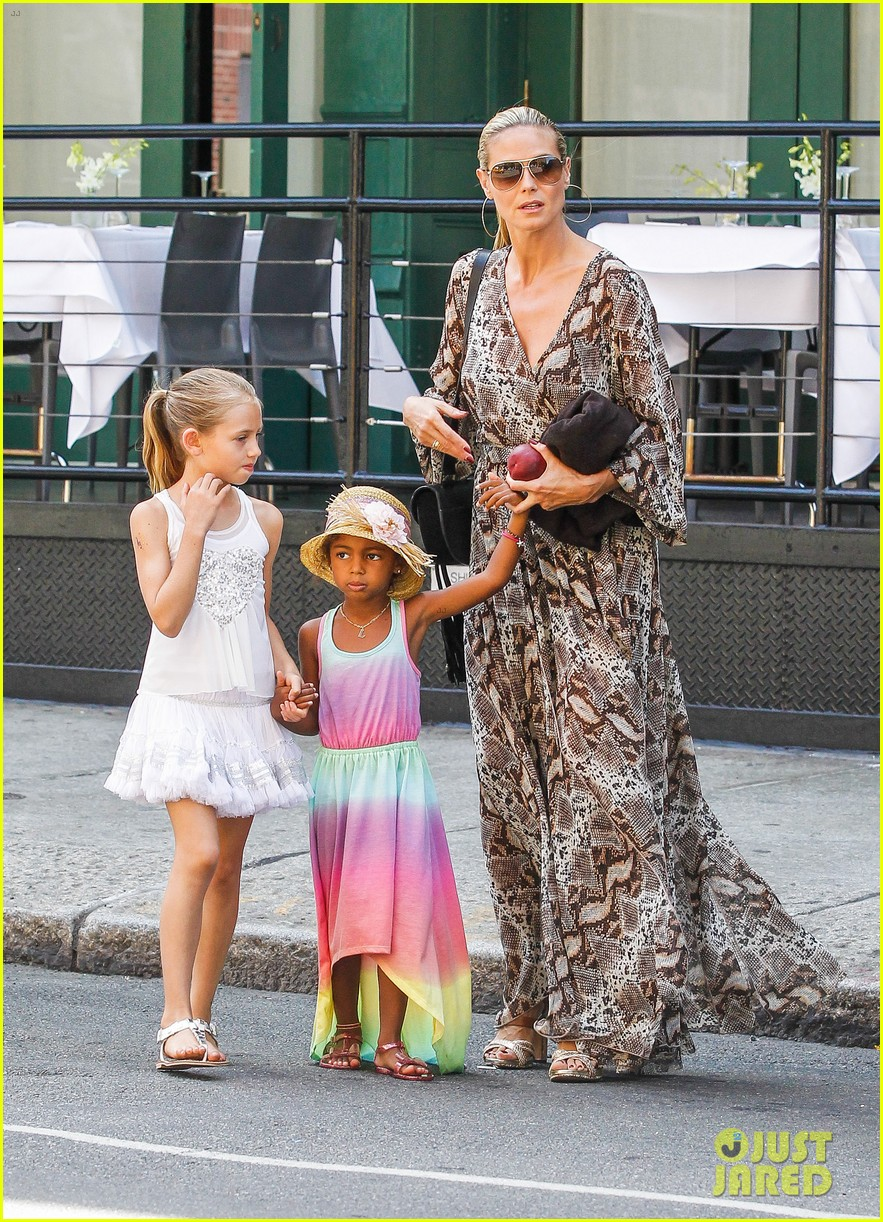 heidi klum martin kirsten take the kids to the park 512897236