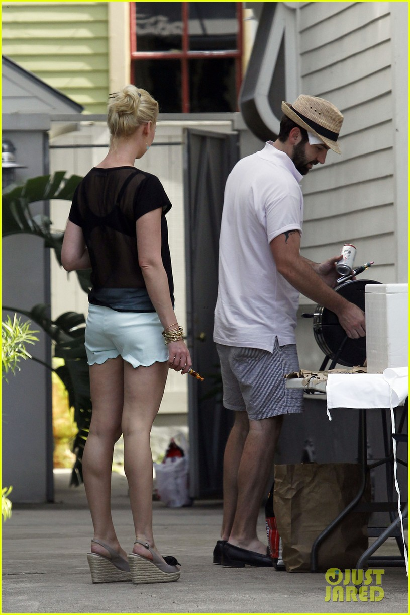 katherine heigl josh kelley run errands in new orleans 052882477