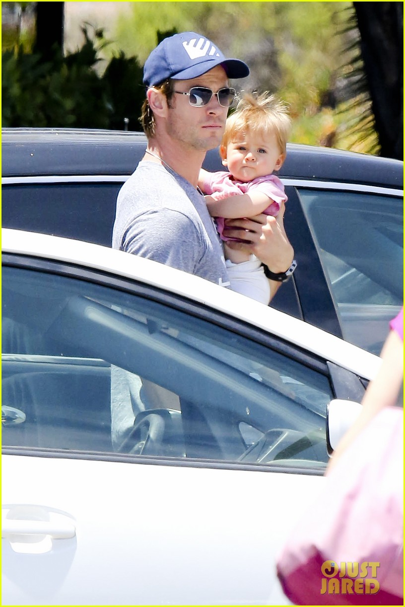 chris hemsworth malibu shopping with elsa pataky india 02