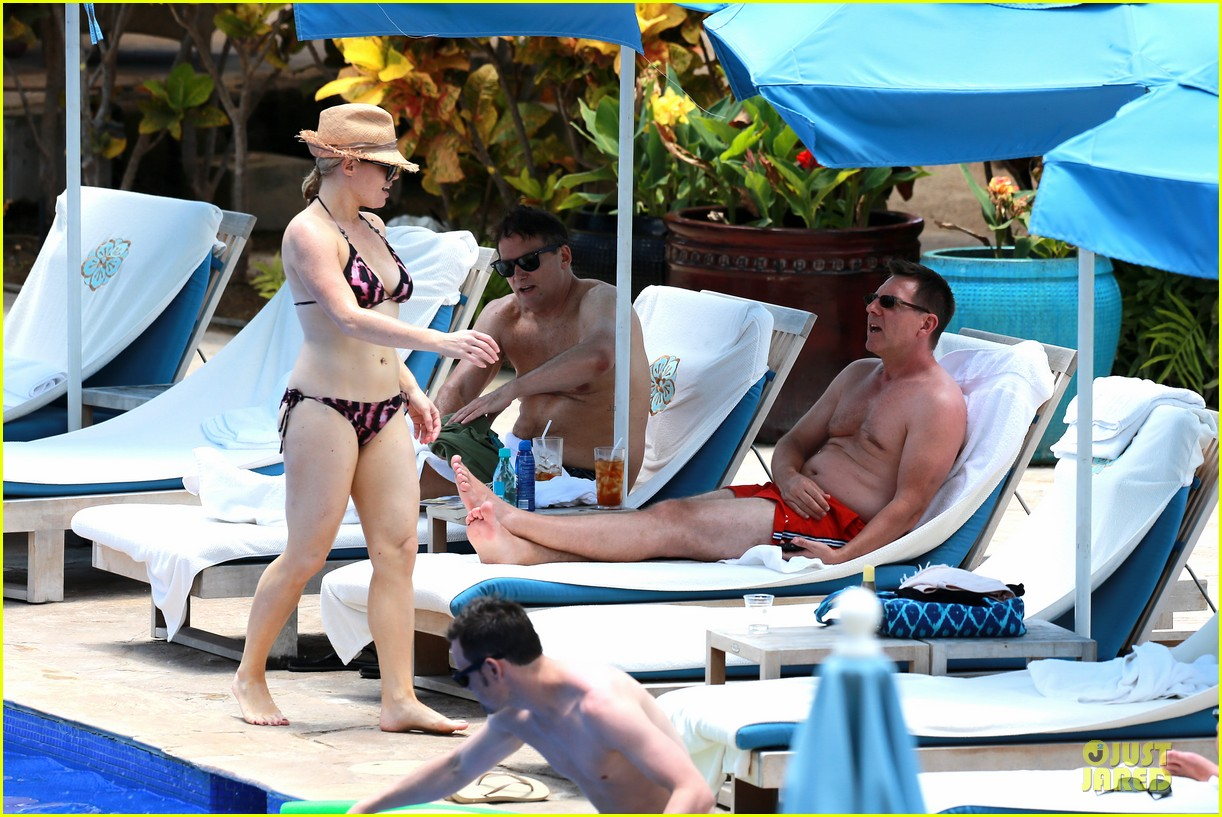 megan hilty cuddling with shirtless brian gallagher in hawaii 162881757