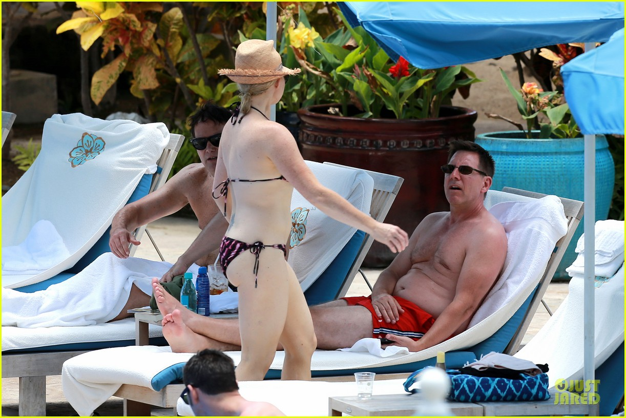 megan hilty cuddling with shirtless brian gallagher in hawaii 20