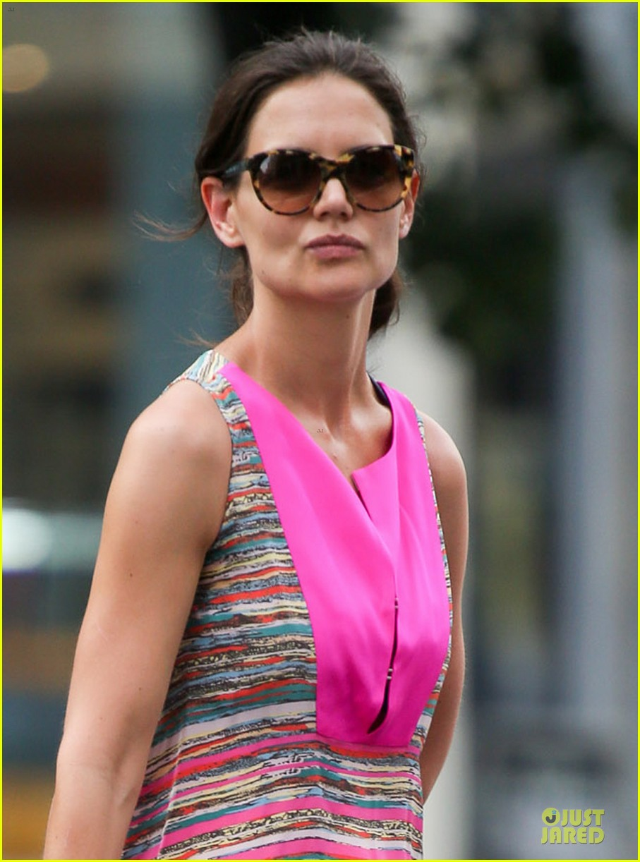 katie holmes summer phone chatter 02