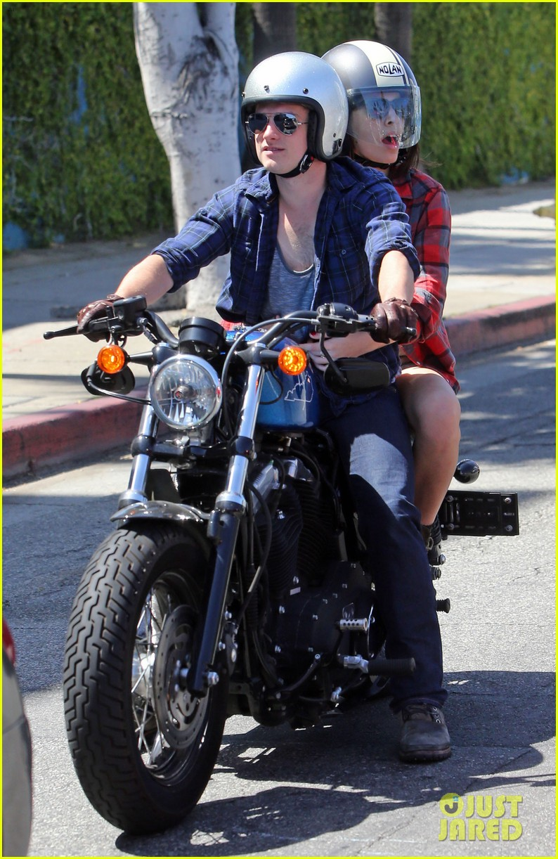 josh hutcherson claudia traisac kiss after motorcycle ride 06