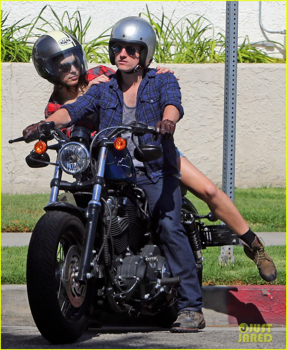 josh hutcherson claudia traisac kiss after motorcycle ride 25