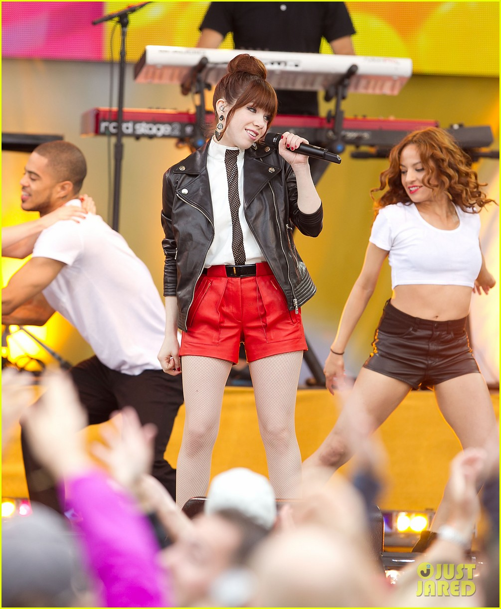 carly rae jepsen rocks good morning america 05