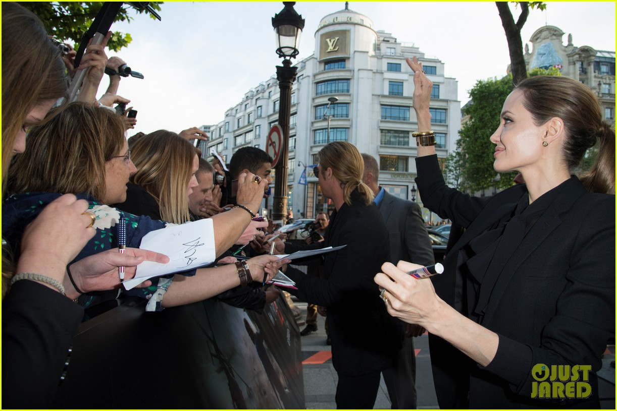 angelina jolie brad pitt world war z paris premiere 09