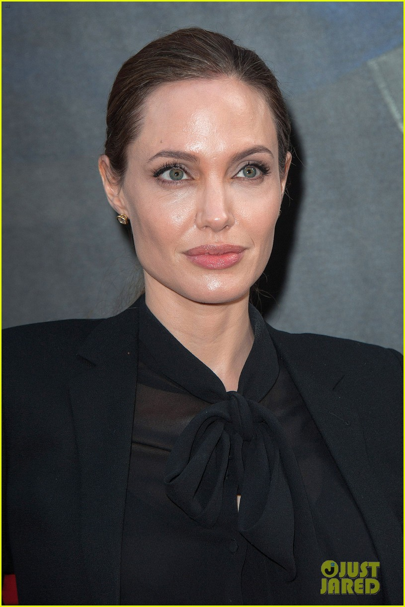 angelina jolie brad pitt world war z paris premiere 242883665