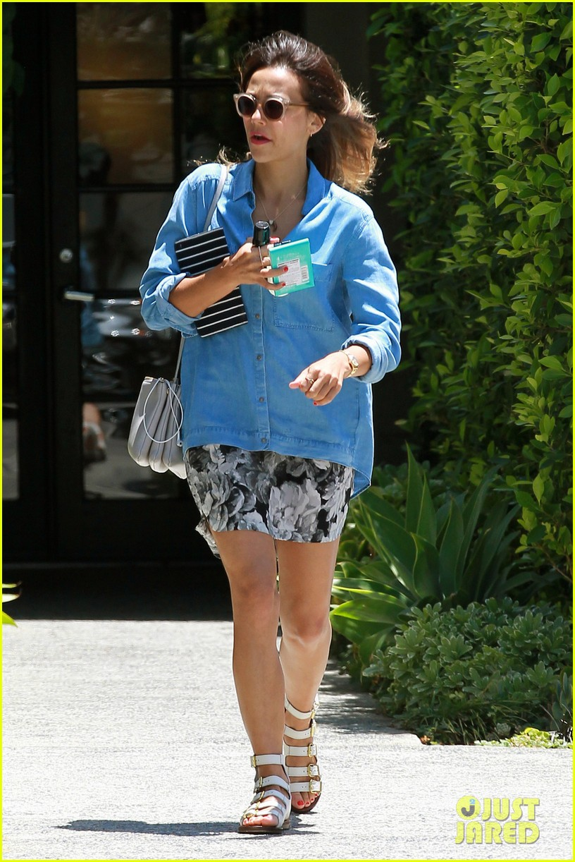 rashida jones steps in gum outside andy lecompte salon 06