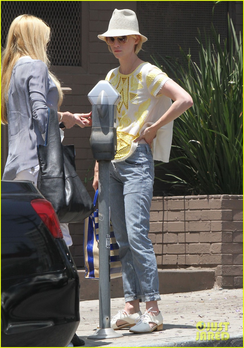 january jones hides new haircut under hat 08