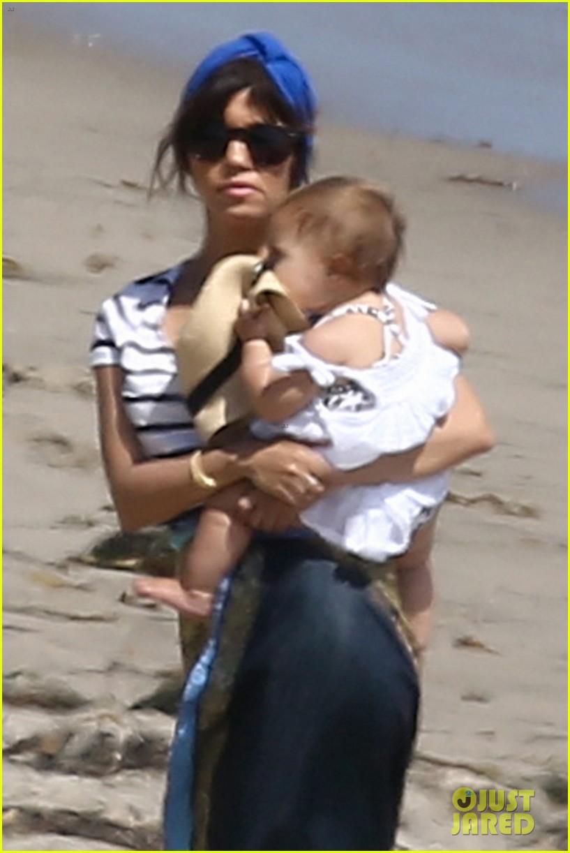kourtney kardashian hits the beach after kim baby is born 13