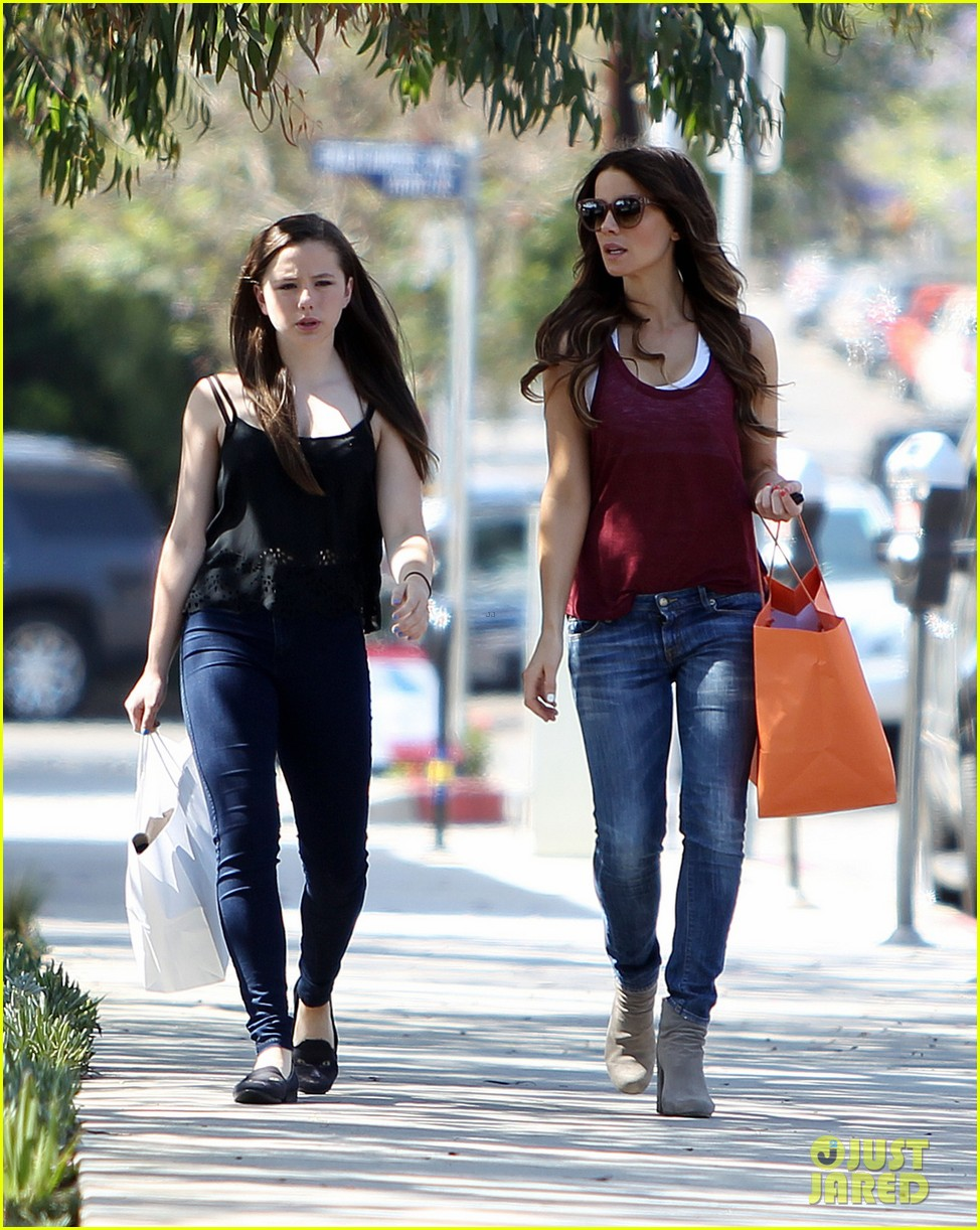 kate beckinsale mother daughter shopping trip with lily 04
