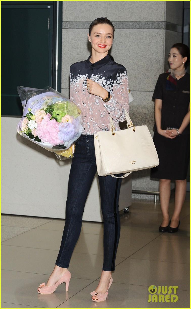 miranda kerr gets flowers upon arriving in south korea 052889016