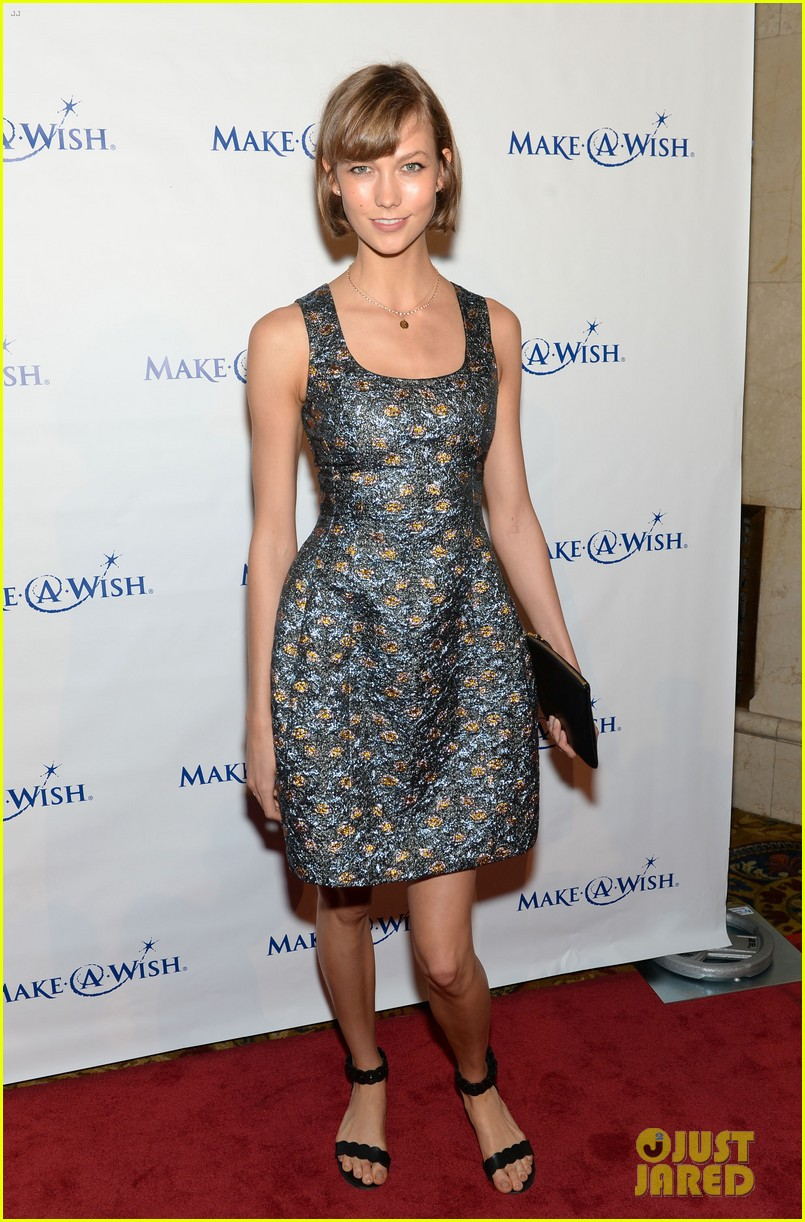karlie kloss jonny lee miller make a wish event 012890980