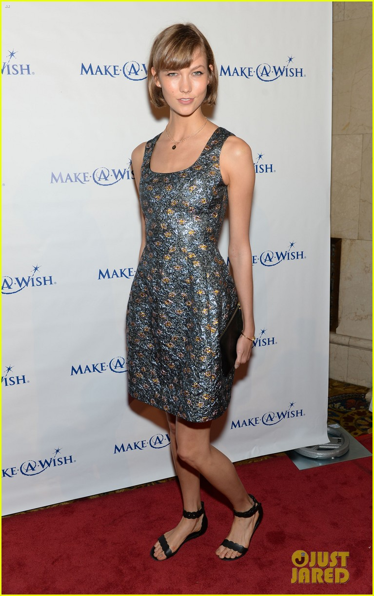 karlie kloss jonny lee miller make a wish event 07