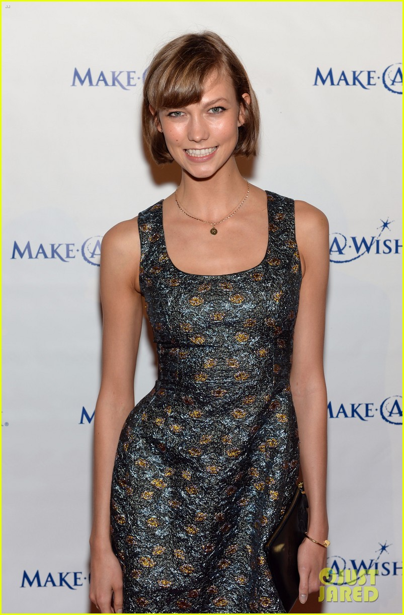 karlie kloss jonny lee miller make a wish event 102890989