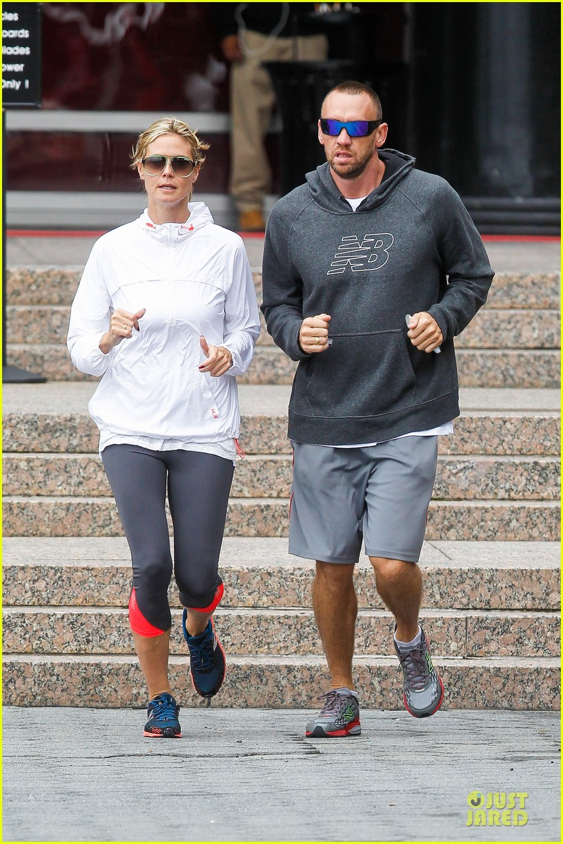heidi klum martin kirsten holding hands during nyc run 31