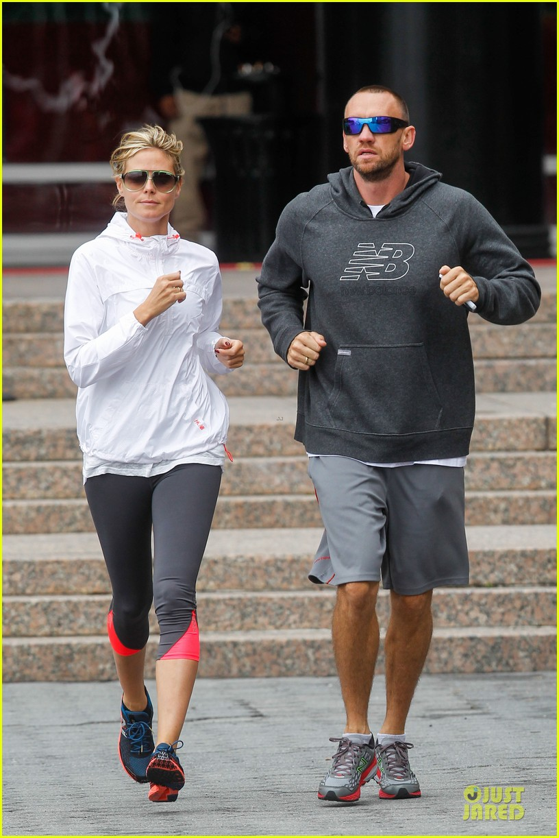 heidi klum martin kirsten holding hands during nyc run 36