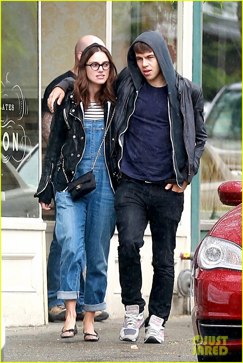 keira knightley james righton seattle kisses 092895592