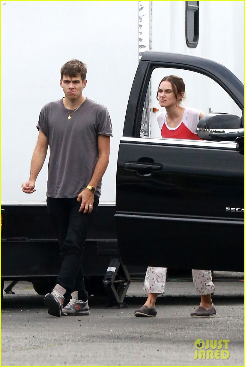 keira knightley james righton seattle kisses 18