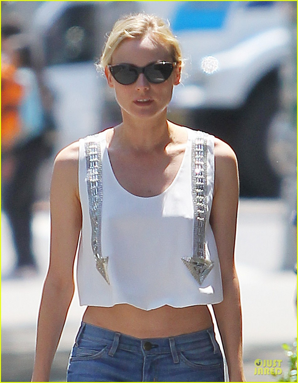 diane kruger midriff baring lunch with micah schifman 04