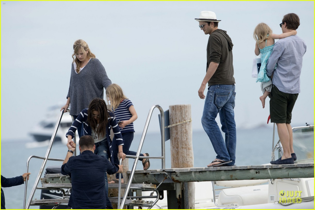 ashton kutcher mila kunis saint tropez with princess beatrice of york 082886956