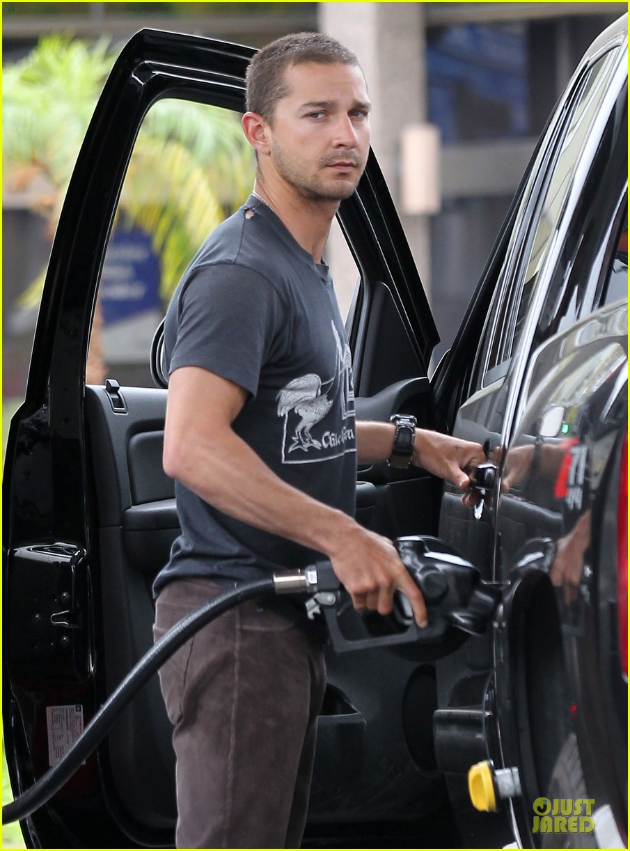 shia labeouf gas tank pumper before grocery run with mia goth 02