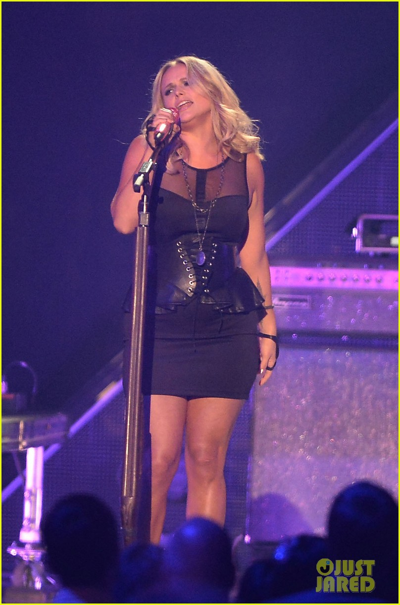 miranda lambert cmt music awards 2013 performance video 06