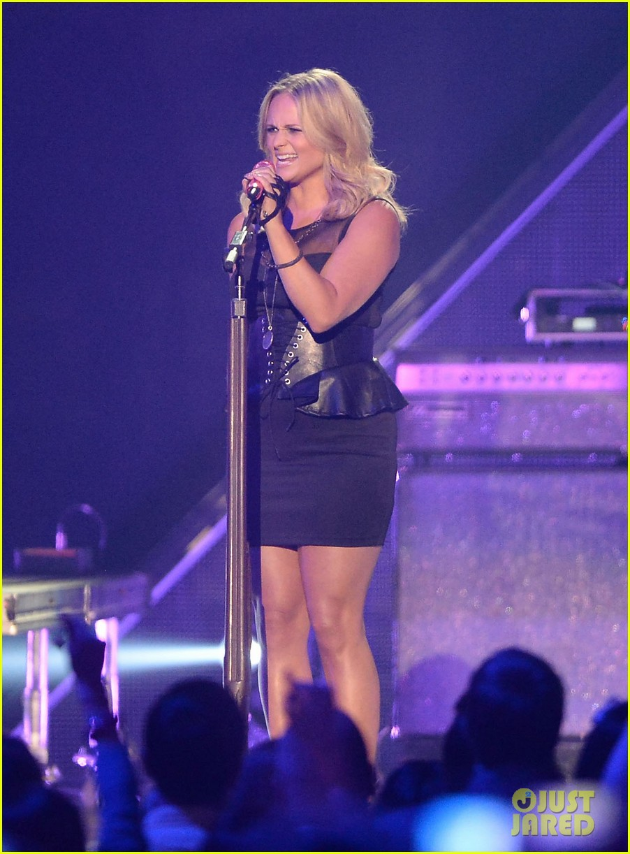 miranda lambert cmt music awards 2013 performance video 09