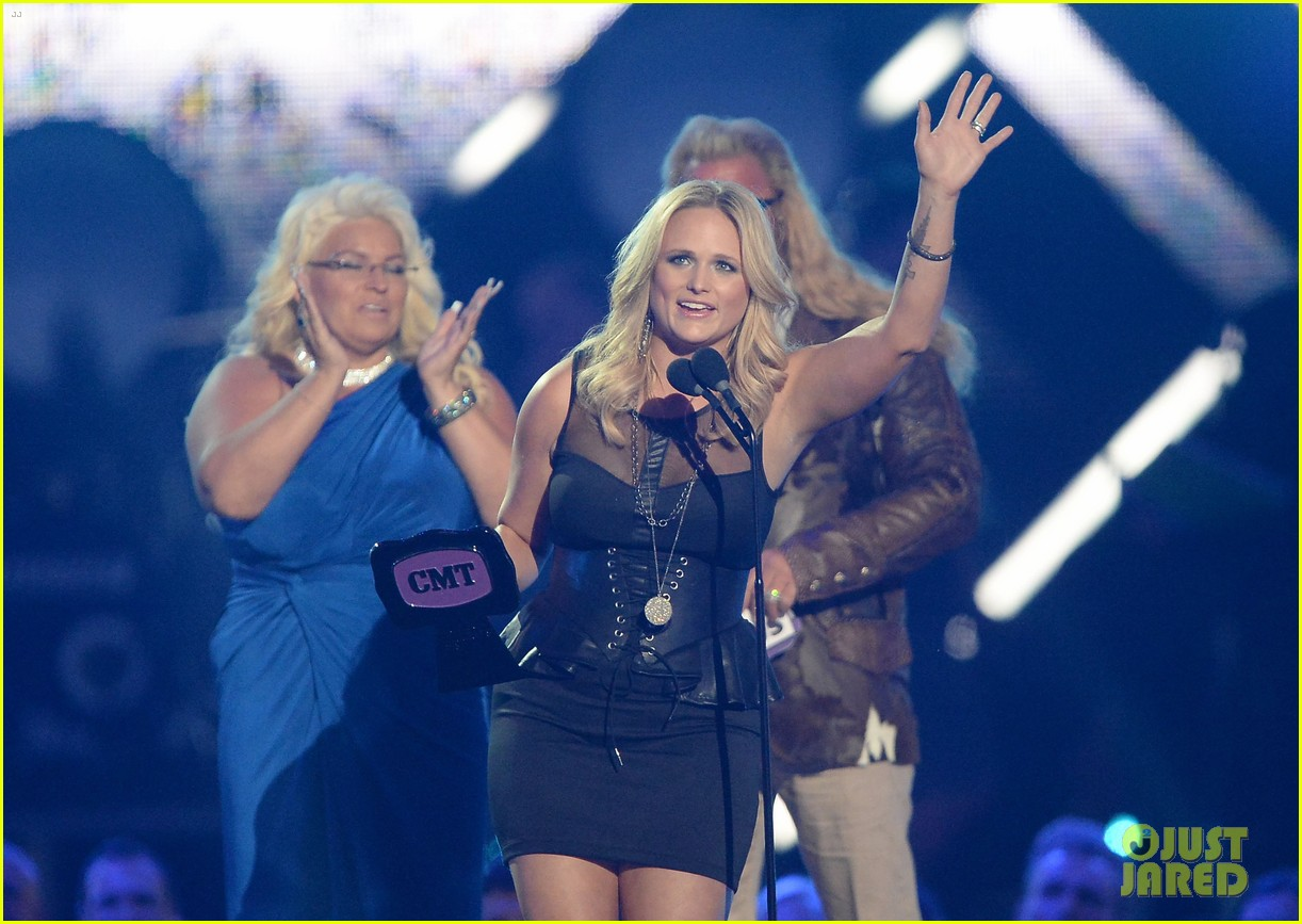 miranda lambert cmt music awards 2013 performance video 12