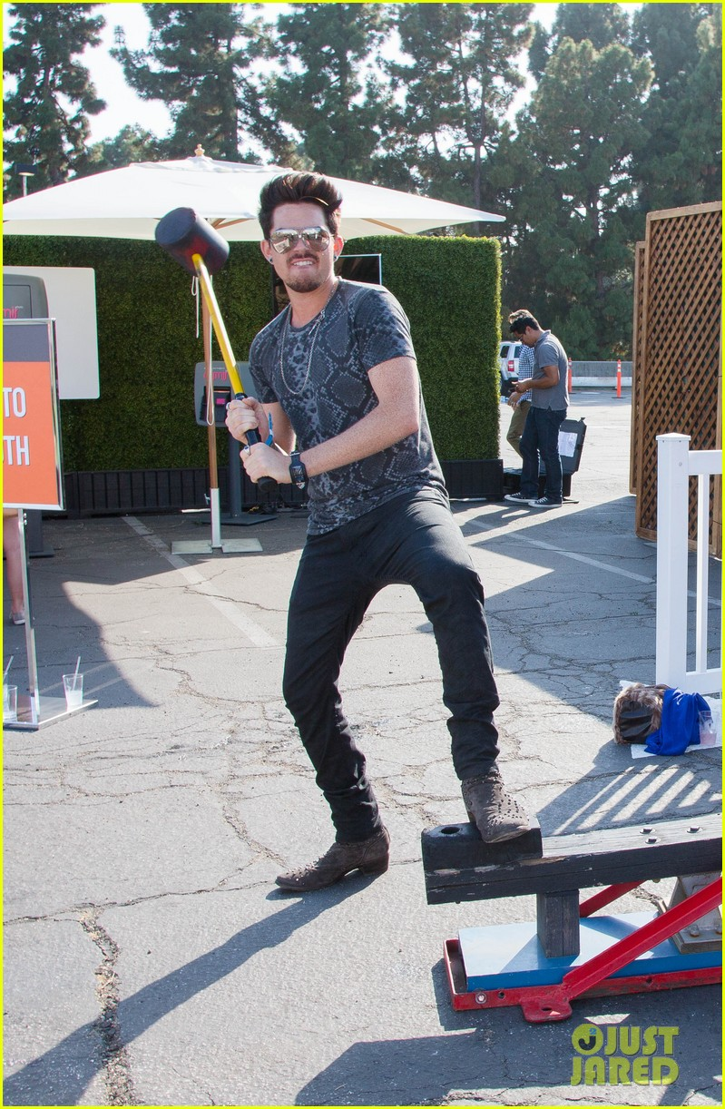 adam lambert hammer time at just jared summer kick off party presented by mcdonalds 02