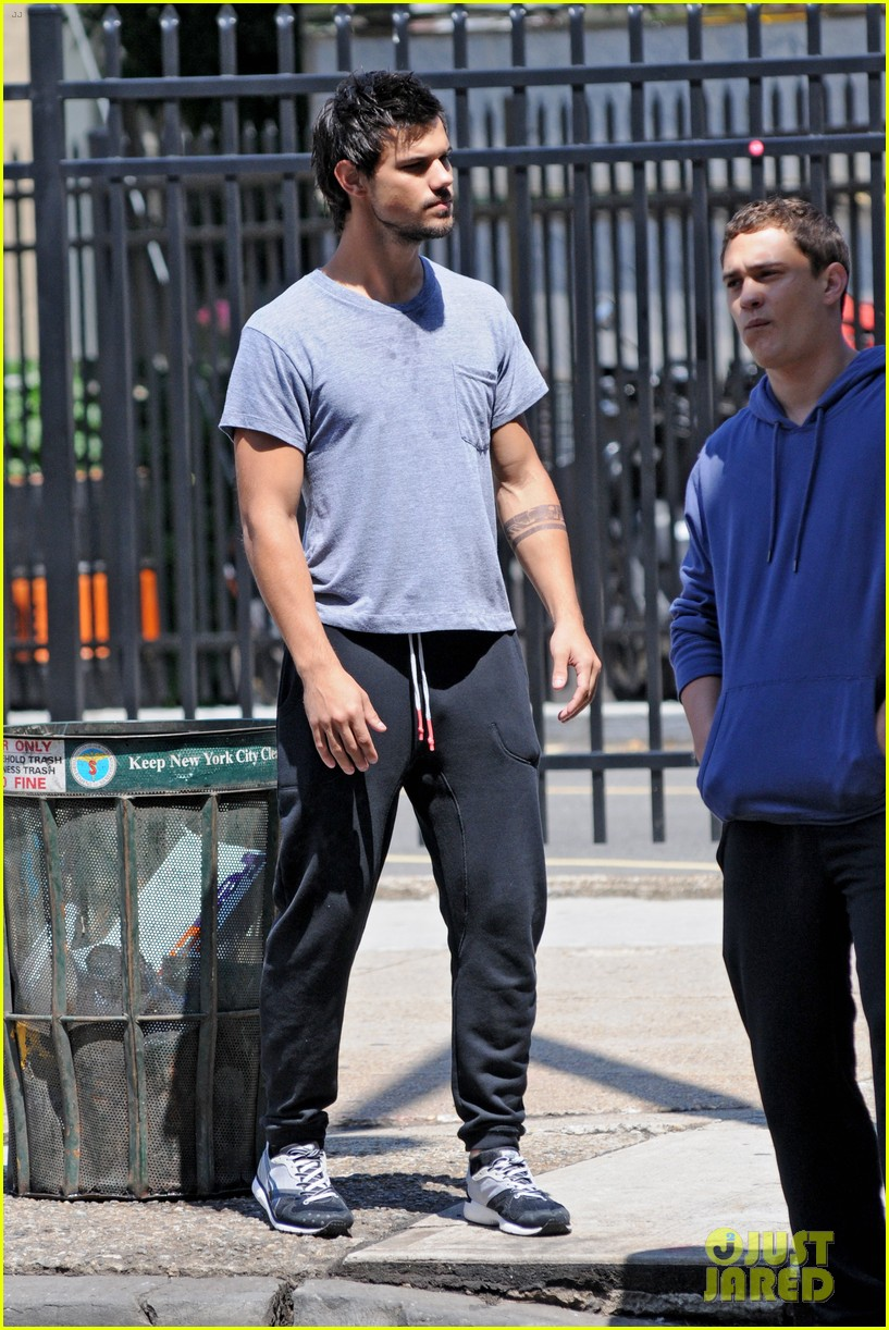 taylor lautner sweats it out for tracers in queens 10