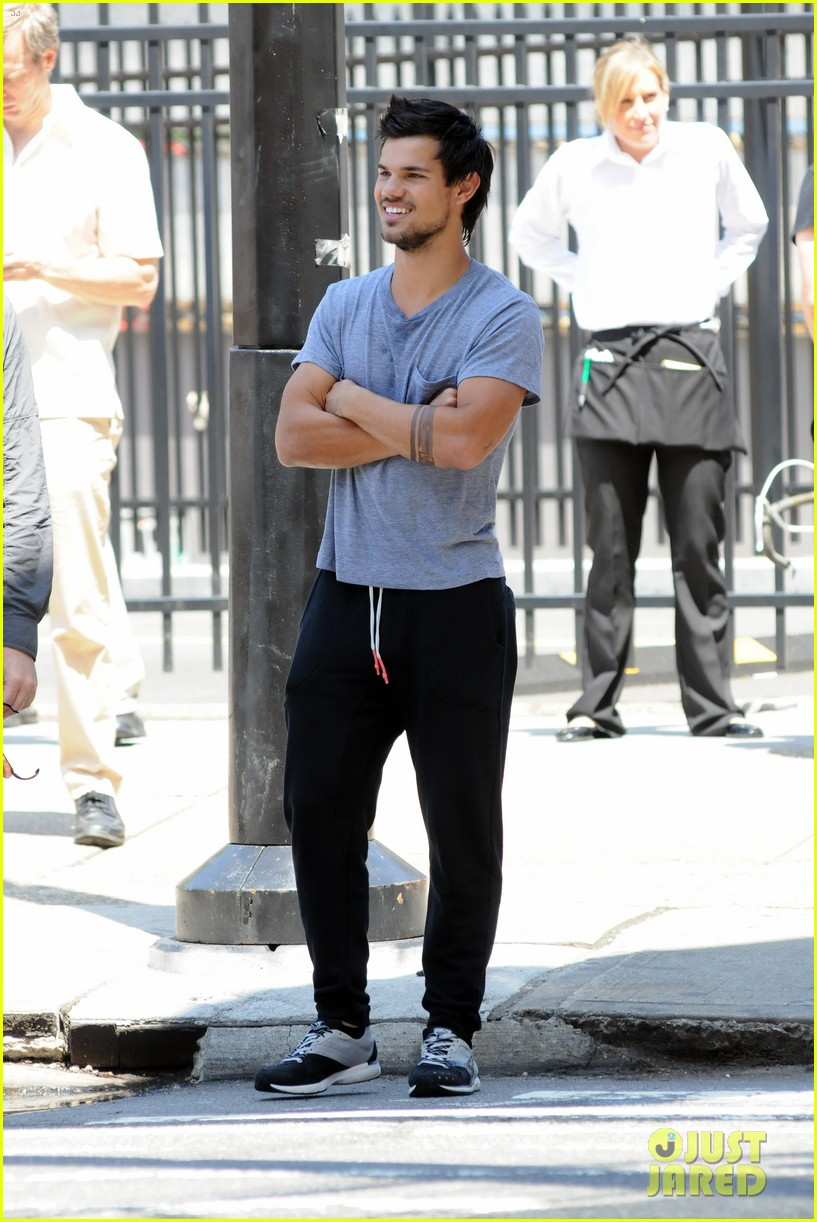 taylor lautner sweats it out for tracers in queens 192894478