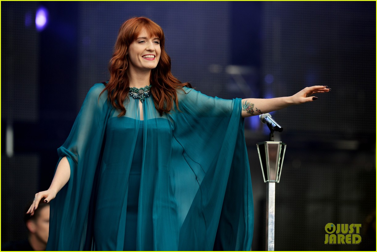 blake lively florence welch chime for change concert 06
