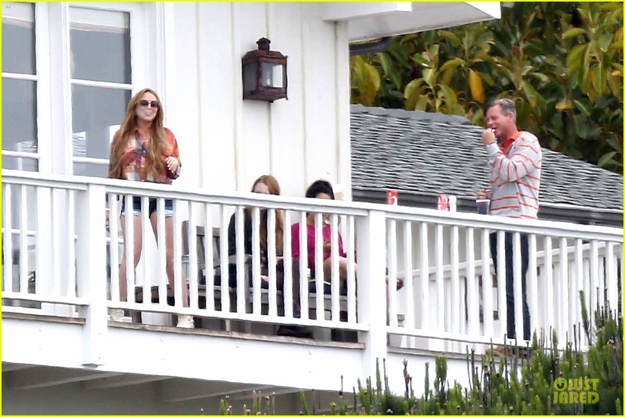 lindsay lohan rehab center bonding with friends 112895850