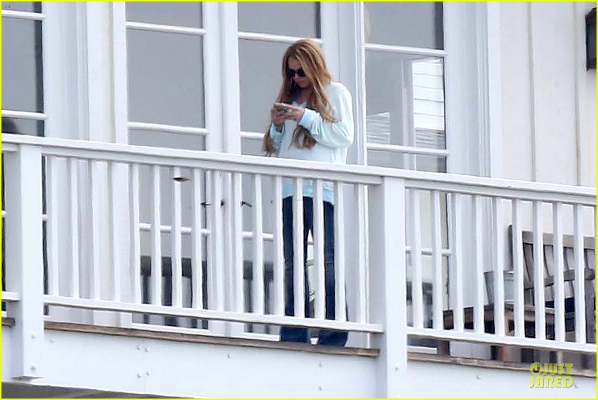 lindsay lohan rehab center bonding with friends 14