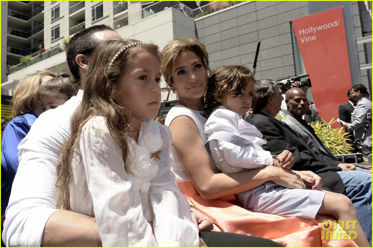 jennifer lopez receives star on hollywood walk of fame 04