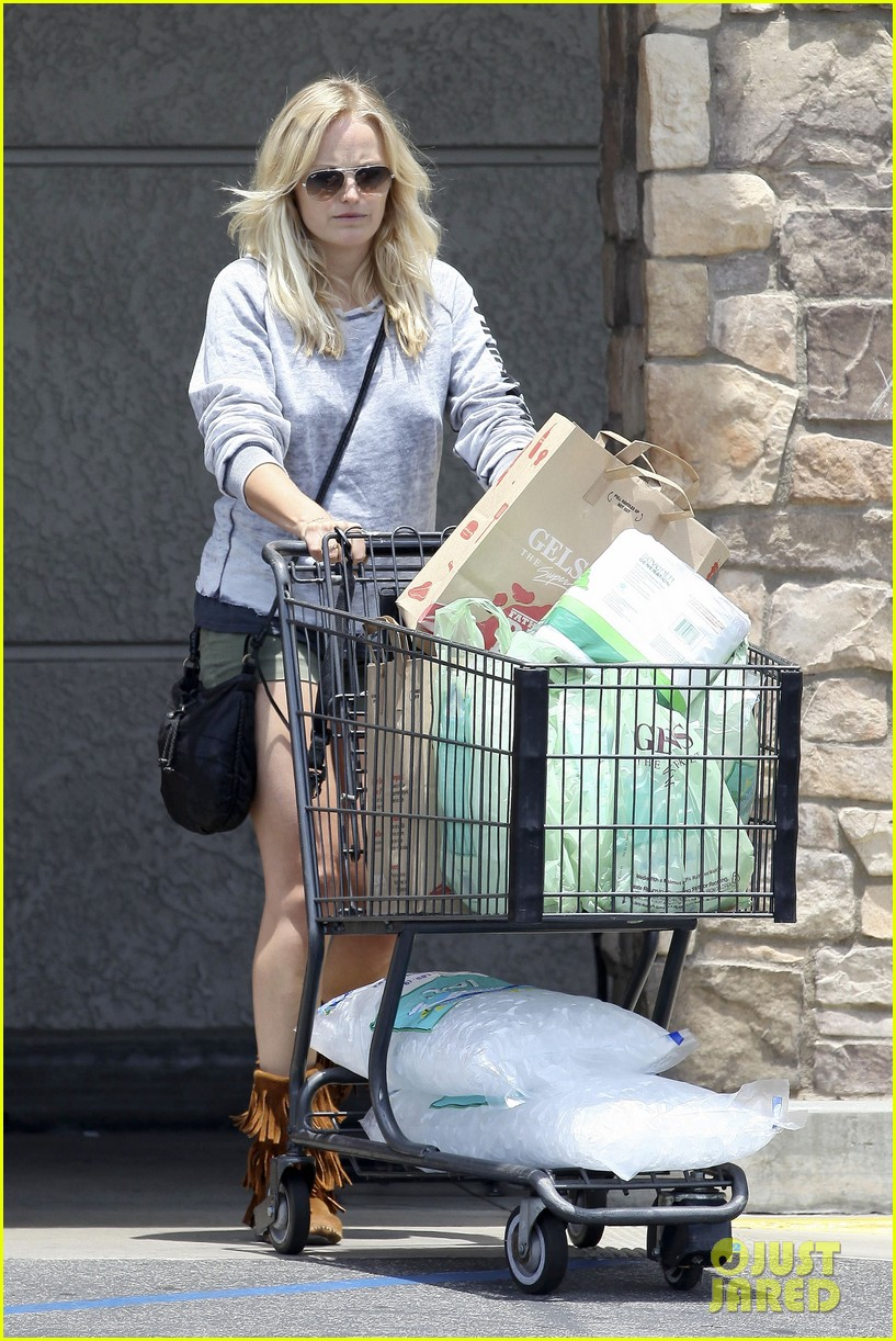 malin akerman shops after juvenile camp visit 01