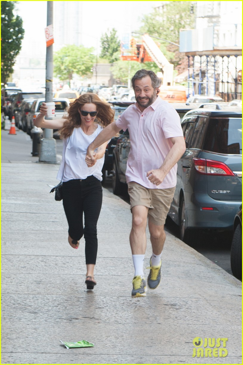 leslie mann judd apatow get silly in new york city 09