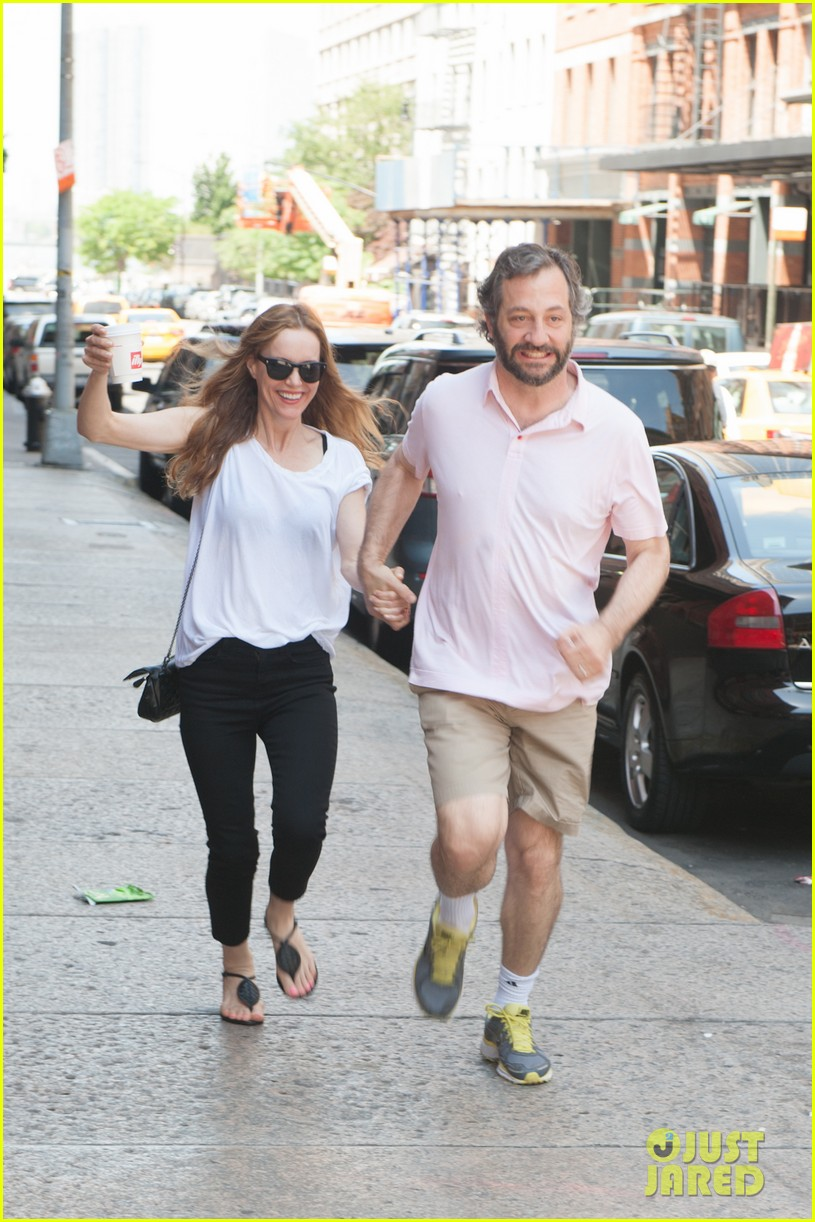 leslie mann judd apatow get silly in new york city 13