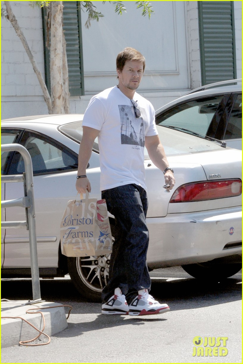 mark wahlberg back in beverly hills after transformer 4 filming 04