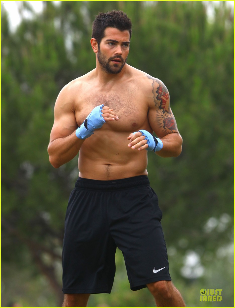 jesse metcalfe shirtless park workout 02
