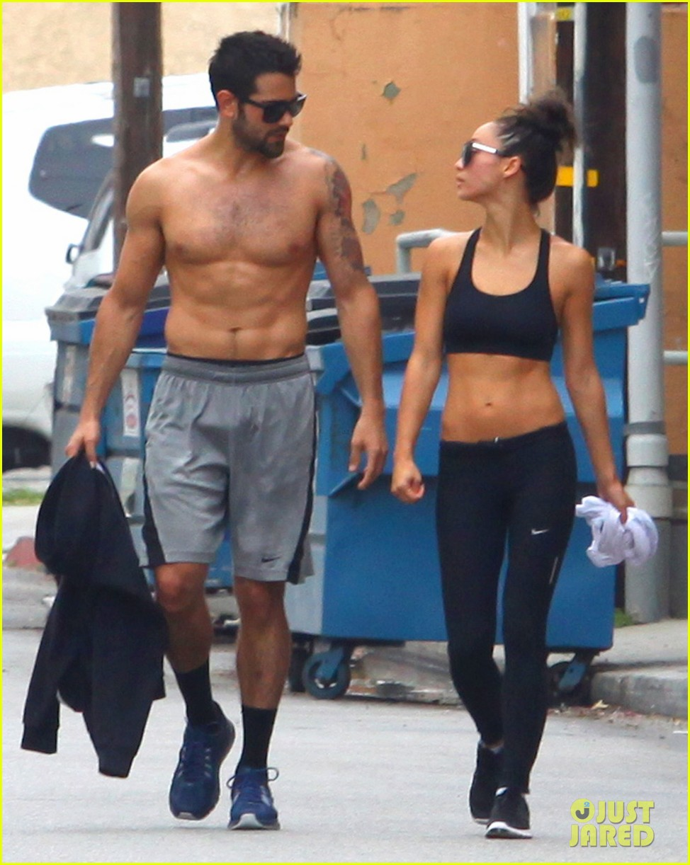 jesse metcalfe shirtless ab show after gym 01