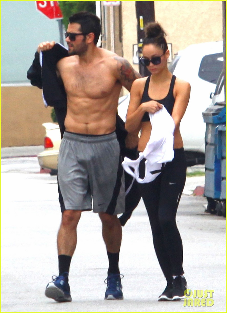 jesse metcalfe shirtless ab show after gym 05