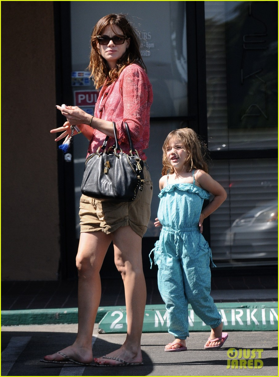 michelle monaghan visits the nail salon with willow 03
